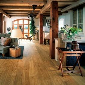 Plancher en bois dans une maison de campagne