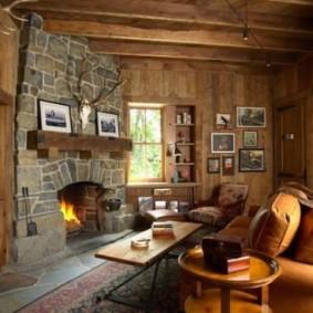 Revêtement en pierre d'une vraie cheminée