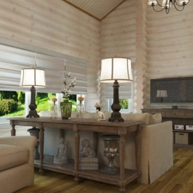 Chambre spacieuse dans la maison en rondins
