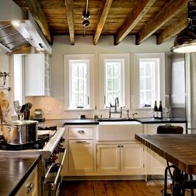 La zone de travail de la cuisine-salon