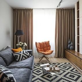 Salon confortable avec rideaux occultants