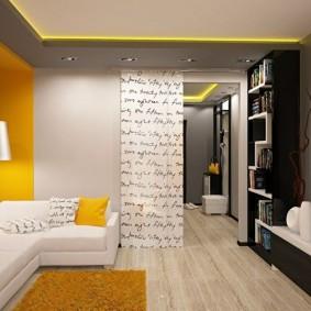 Accents de lumière jaune à l'intérieur de l'appartement