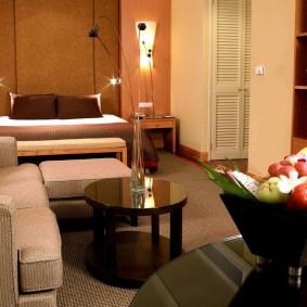 Salon zone de loisirs dans la maison en briques de Khrouchtchev
