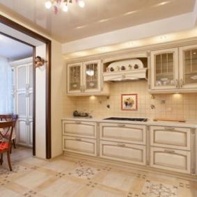 Mobilier classique à l'intérieur de la cuisine