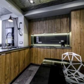 Meubles en bois dans une petite cuisine