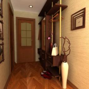 Petit couloir dans un appartement de deux pièces