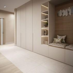 Mobilier minimaliste pour le couloir de l'appartement