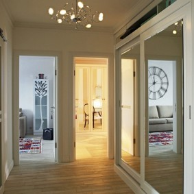 Armoire encastrée avec portes miroir