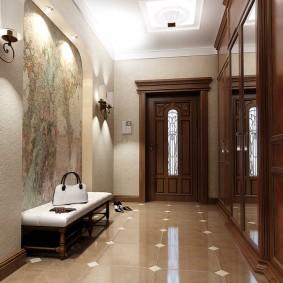 Portes en bois dans le couloir avec sol en céramique