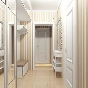 Meubles compacts dans un petit couloir