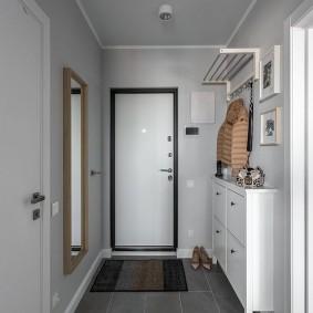 Plancher de carreaux de céramique gris