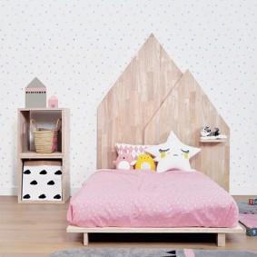 Lit enfant avec tête de lit en bois