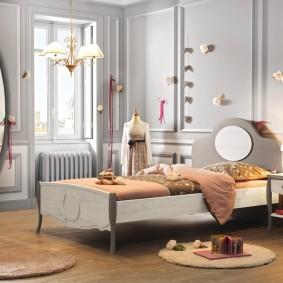 Miroir ovale dans un cadre gris