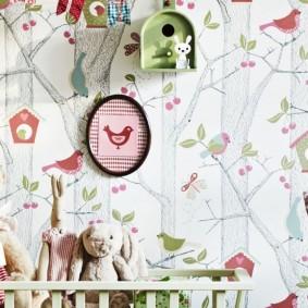 Décoration murale nichoir dans une chambre d'enfant