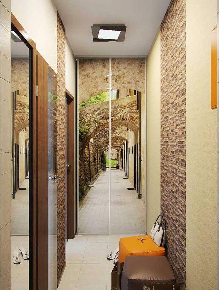 Armoire avec impression photo au bout du couloir