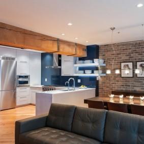 Éclairage fonctionnel dans la cuisine-salon