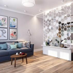 Cloison décorative dans un appartement de célibataire