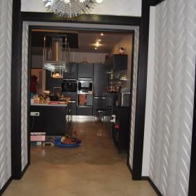 Panneaux 3D sur le mur d'un petit couloir