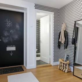 Miroir de sol dans un cadre noir