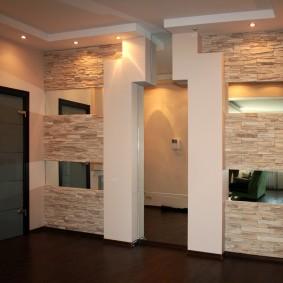 La conception originale de la porte dans le couloir