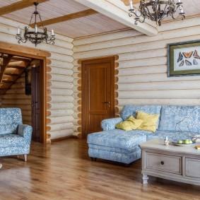 Salon confortable dans une maison en rondins