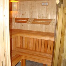 Intérieur d'un petit sauna dans l'appartement
