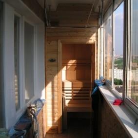 Loggia vitrée dans un appartement de maison de panneau