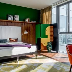 Chambre design avec grande fenêtre