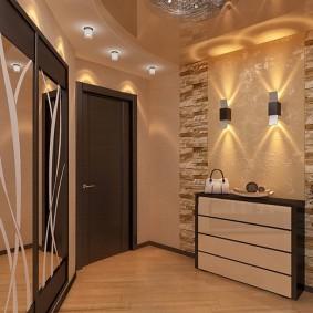 Éclairage d'un hall d'entrée spacieux dans un appartement de deux pièces