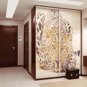 Armoire à deux portes avec impression photo sur les portes