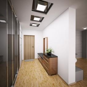 Lumières carrées au plafond du couloir