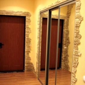 Portes miroir sur un placard intégré