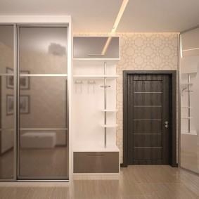 Plafond lumineux dans un couloir spacieux