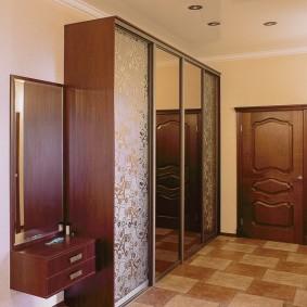 Sol en céramique dans le couloir odnushki