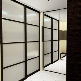 Petit hall d'entrée dans un appartement de deux pièces
