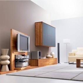 Mur de meubles pour un hall spacieux