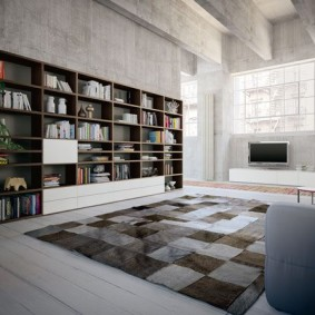 Mur de livre dans le salon