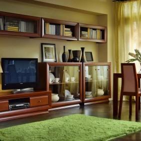 Tapis vert dans le salon