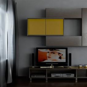 Toboggan gris-jaune pour le hall d'un appartement moderne