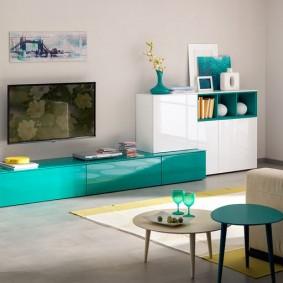 Toboggan turquoise dans le salon