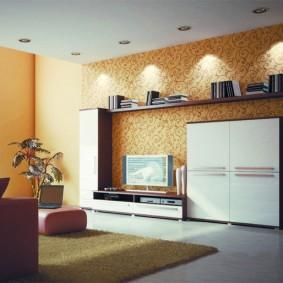 Étagères d'éclairage décoratives dans le salon