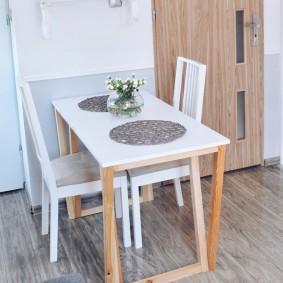 Table pliante pour un petit salon