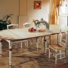 Table à manger en bois rustique