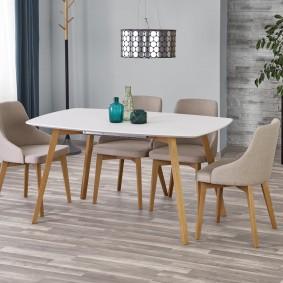 Meubles de salle à manger dans un salon de style moderne