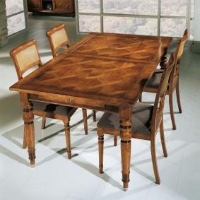Table en bois de salon de style anglais