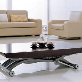 Table basse pliante sur roulettes