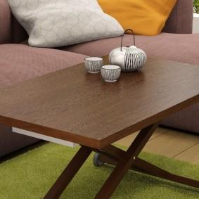 Petite table dans le salon