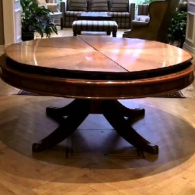 Table ronde en frêne naturel