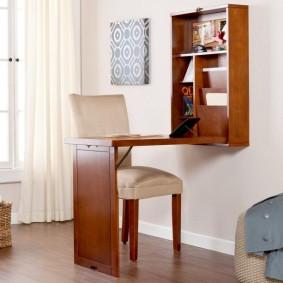 Table pliante pour travailler sur un ordinateur portable
