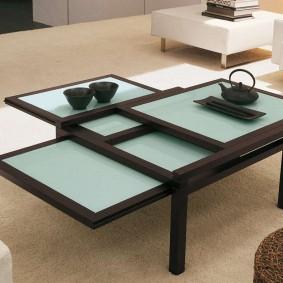 Panneaux de table coulissants dans le salon